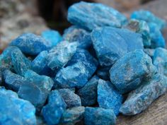 Goood morning everyone lets enj9y some dark blue apatite!! So I fell asleep before I could get the new stuff up it'll be up by noon though! Make sure to stop on by and see everything that is on sale over at www.ChicagoGemShop.com i'm extending the sale till Monday as a way to say thank you to all of the veterans at home and those currently  serving thank you!! #wirework #gemstonejewelry #handcraftedjewelry #cabochons #rockhound #jewelryforsale #wirewrapped #chakrahealing #naturalstones…