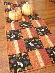 quilted halloween table runner pinterest halloween table runners halloween table and etsy