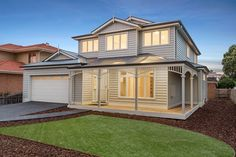 View Highview Homes' extensive range of period style homes including Federation, Victorian and Cottage homes. We build classic open plan living homes. House Cladding, Facade House, House Facades, Wall Cladding, Weatherboard House, Queenslander, Die Hamptons, Custom Built Homes, House Front