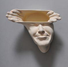 Open Mind de titel is vrij letterlijk genomen in deze serie sculpturen van Johnson Tsang.