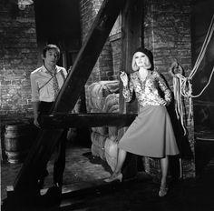 """L'INA avec Photoservice.com - Brigitte Bardot et Serge Gainsbourg interprétant """"Bonnie and Clyde"""" dans le show télévisé """"Spécial Bardot"""""""
