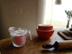 Miniature baking sugar in the pyrex  | por It's a miniature life...is playing with clay