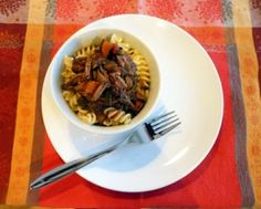Sauce au bœuf braisé, au vin rouge et au romarin à la mijoteuse #Recettes #MarathonMijoteuse #Mijoteuse Sauce, Crockpot, Yummy Food, Beef, Meals, Photos, Tasty Food Recipes, Food Recipes, One Pot Meals