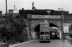 The bus driver remembered to go into the middle of the road. Some forgot! Naval History, Bus Coach, Portsmouth, Beautiful Places To Visit, Southampton, Back In The Day, Hampshire, Old Photos, Past