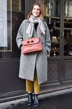 冬のパリはクロスボディーが主流街で人気のITバッグが知りたい