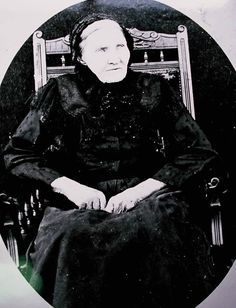 Cornelia du Preez, a survivor of the Blauwkrantz Massacres Family Research, Family Crest, Cute Images, Country Of Origin, Old Women, Family History, Genealogy, Trek, Two By Two