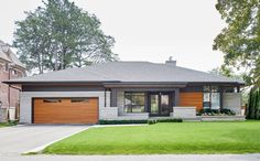 Exterior bungalow modern landscaping ideas for 2019 Bungalow Haus Design, Small Bungalow, Bungalow Homes, Modern House Design, Modern Bungalow Exterior, Exterior House Colors, Exterior Design, Modern Bungalow House Plans, Bungalows