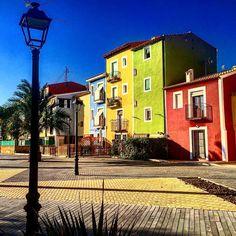La villa y sus casas coloridas #total_mediterráneo#costablanca#costablancadreamlife#happy#love#coffee#caloret#total_spain#total_cvalenciana#shotsofspain#villajoyosa