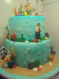 Ok everyeone...I now expect this for my birthday cake next year ;)