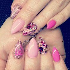 #ShareIG Aww cute Valentine's nails for @shai_xo13 have fun in AZ!