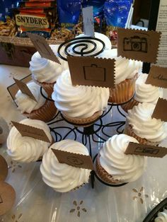 Traveling theme cupcakes