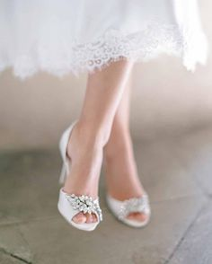 A peep toe bridal pu