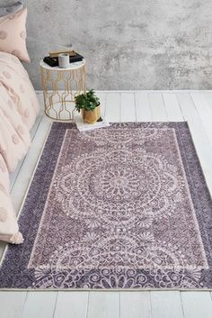 A modern twist on traditional design. A vibrant accent piece to any room. Durable, stain-resistant and easy to care for since the rug is made of synthetic fibres. Perfect for high traffic areas. Oriental Bedroom, Oriental Rug, Bedroom Flooring, Jada, Accent Furniture, Traditional Design, Accent Pieces, Kids Rugs, Synthetic Fibres