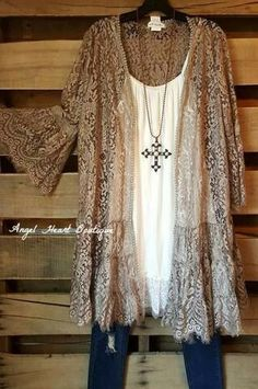 This would be pretty if the lace of the duster were a different color.