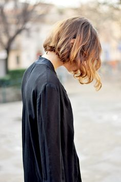 Im in love with one length simple bobs lately. Looks best on longer necks
