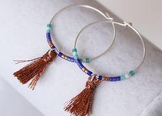 Boucles d'oreilles / Créoles avec perles japonaises et pompon Edmée Bijoux