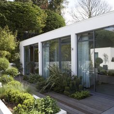New-modernist: This modern garden is defined by clean lines and blocky shapes. Introducing different heights - from sunken plants that emerge out of the decking, to a raised white planter box that echoes the building design - creates all the drama necessa Contemporary Garden Design, Small Garden Design, Landscape Design, Contemporary Style, Small Backyard Gardens, Small Gardens, Outdoor Gardens, Backyard Planters, Modern Gardens