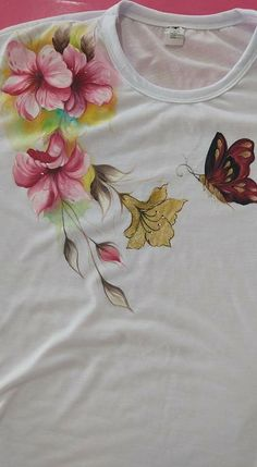 Fabric Paint Shirt, Fabric Painting On Clothes, Paint Shirts, T Shirt Painting, Painted Clothes, Silk Painting, Fabric Art, Painting Art, Hand Painted Dress