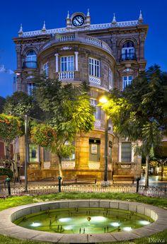 """EXPOSICIÓN """"Almería, una mirada al Centro"""" (Plaza del Educador) - <a href=""""http://www.flickr.com/photos/dleiva/7850029138/in/photostream/lightbox/"""">view big size</a>    <b>44 imágenes en gran formato de espacios emblemáticos del Centro Histórico de Almería</b>    Autor: Domingo Leiva    Fecha: HASTA EL 15 DE SEPTIEMBRE    Horario: de 19 a 21,30 horas (de lunes a Viernes)    Lugar: Centro de Exposiciones y Congresos de El Toyo      <a…"""