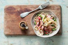 Ossenhaas tataki met noedels en radijs  - Recept - Allerhande Asian Dinner Recipes, Asian Recipes, Healthy Recipes, Ethnic Recipes, Meat Lovers, Sous Vide, Foodies, Easy Meals, Tasty