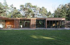 Bergman–Werntoft House | Johan Sundberg Architectural Design One Storey House, Custom Home Plans, 3d Architectural Visualization, Small Modern Home, Storey Homes, House In The Woods, My House, Wooden House, Malm