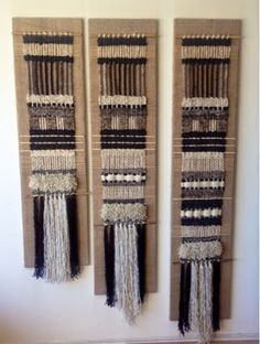 More staggered ! Weaving Tools, Weaving Projects, Loom Weaving, Hand Weaving, Weaving Textiles, Weaving Patterns, Tapestry Weaving, Fabric Art, Fabric Crafts