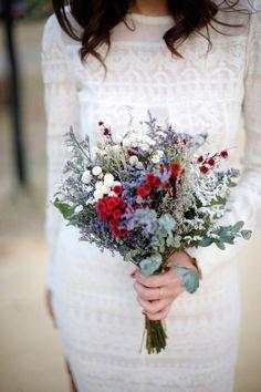 Estrella y Dani, boda indie en Sevilla Autumn Wedding, Red Wedding, Wedding Colors, Wedding Goals, Wedding Events, July 4th Wedding, A Todo Confetti, Bride Bouquets, Bouquet Wedding