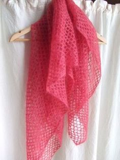 hook for beginner or I can count to 7 - between the stitches - Made in Francine - - crochet pour débutante ou je sais compter jusqu'à 7 – entre les mailles hook for beginner or I know how to count up to 7 – between the stitches - Crochet Shawls And Wraps, Crochet Poncho, Crochet Scarves, Diy Crochet, Crochet Clothes, Crochet Baby, Crocheted Scarf, Crochet For Beginners, Beginner Crochet