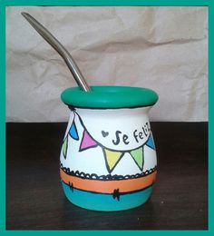 Mate pintado a mano! Decorated Flower Pots, Painted Flower Pots, Decorative Household Items, Creative Crafts, Diy Crafts, Mexican Artwork, Posca, Terracotta Pots, Ceramic Mugs