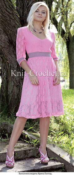 Связанное на спицах женское платье 44-46 размера.