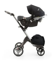 Stokke® PIPA™ By Nuna® car seat Black. Mounted on Stokke® Xplory®. (USA only).