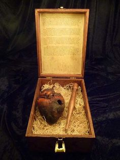 Horrifying Real Life Pictures – The Slightly Warped- The mummified heart of Auguste Delagrange,a purported Vampire. After being accused of killing over 40 people at the turn of the last century,he was finally killed in 1912. They even pierced his heart with a stake.