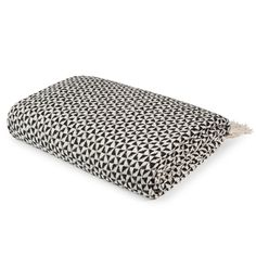 Discover a large selection of unique furniture and decorations at Maisons du Monde. Makassar, Cotton Throws, Unique Furniture, Soft Furnishings, White Cotton, Zip Around Wallet, Interior Decorating, Textiles, Black And White