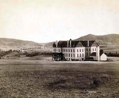picture of Minnekata Ave., from Soldiers' Home, Hot Springs, S.D., on F.E. and M.V. Ry.  It was taken in 1891 by Grabill, John C. H., photographer