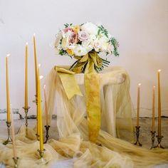 Букет невесты подчеркнутый изысканной мраморной лентой станет прекрасным дополнением образа невесты  #alenakubik #silkribbon #silkribbons #шелковыеленты
