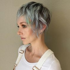Choppy bob and pixie are in trend nowadays. Find out why short choppy hairstyles conquer the catwalks and what variant of choppy layers and bangs to choose! Edgy Short Hair, Short Hair With Bangs, Short Hair Cuts, Short Hair Styles, Short Blonde, Hairstyles Haircuts, Cool Hairstyles, 1940s Hairstyles, Wedding Hairstyles