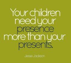 """100% de acuerdo: lo material no reemplaza (ni compensa la carencia de) lo afectivo, de la contención, de la presencia permanente. Basta de padres y madres ausentes que, por sentimiento de culpa, terminan de """"estropear"""" a sus hijos a fuerza de comprarles toooooodo y más."""