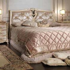Classic capitonné bedroom Luigi XVI style, bed with capitonné headboard, carved night table, white over gold finish Wood Bedroom Furniture, Furniture Ideas, Master Bedroom Interior, French Country Bedrooms, Luxury Bedding Sets, Modern Bedding, Scandinavian Furniture, Trendy Bedroom, Classic Furniture