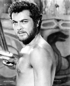 Tony Curtis - The Vikings Hollywood Usa, Hollywood Icons, Hollywood Actor, Vintage Hollywood, Hollywood Stars, Classic Hollywood, Tony Curtis, Jamie Lee Curtis, Most Handsome Actors