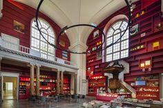 Um templo para a arte moderna. Capela neoclássica vira café vibrante em museu
