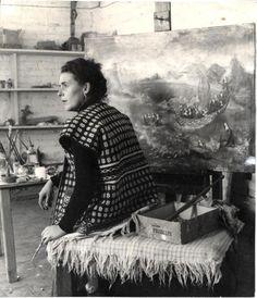 Леонора Каррингтон в своей студии