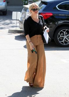 Le pantalon fluide d'Hilary Duff