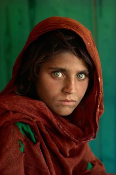 "Sharbat Gula aka, ""Afgan Girl"" 1984 Peshwar, Pakistan  by Steve McCurry.  Kodachrome"