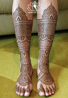 Find out the best bridal mehndi designs for foot and legs. Choose from the easy mehndi design images shown here with different patterns of floral, peacock, leaf-like. Leg Mehndi, Leg Henna, Legs Mehndi Design, Foot Henna, Mehndi Design Pictures, Mehndi Images, Henna Mehndi, Henna Hands, Arabic Henna