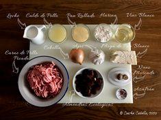 Albóndigas de Pollo en Salsa de Almendras al Azafrán   Mise en Place Salsa Suave, Carne Picada, Albondigas, Vegetables, Food, Bread Crumbs, Caldo De Pollo, Sauces, White Bread