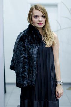 Iuliana Roșu vă propune o ținută all-black !! Puteți opta pentru ea la cele mai speciale ocazii !!