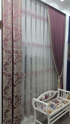 Узкую часть стены (перестенок) можно закрыть узкими блэкаут шторами. Baby Room Curtains, Home Curtains, Green Curtains, Elegant Curtains, Beautiful Curtains, Modern Curtains, House Furniture Design, Hall Furniture, House Design