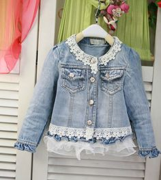 Fashion Fabric, Denim Fashion, Jean Jacket Design, Denim Crafts, Recycle Jeans, Altering Clothes, Embellished Jeans, Denim And Lace, Classic Outfits