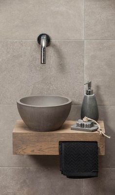 Rustic Bathroom Design Bathroom Sink Cleaner those Bathroom Sink Jokes View from Another Planet: Lea Mold In Bathroom, Diy Bathroom, Chic Bathrooms, Bathroom Styling, Bathroom Interior Design, Bathroom Faucets, Small Bathroom, Bathroom Closet, Luxury Bathrooms