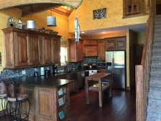 Finding the perfect lodging in Branson, MO can be a tough job. Here's a quick guide for you to ease your search. Lodges, Travel Guide, Vacation, Kitchen, Furniture, Home Decor, Cuisine, Homemade Home Decor, Cabins
